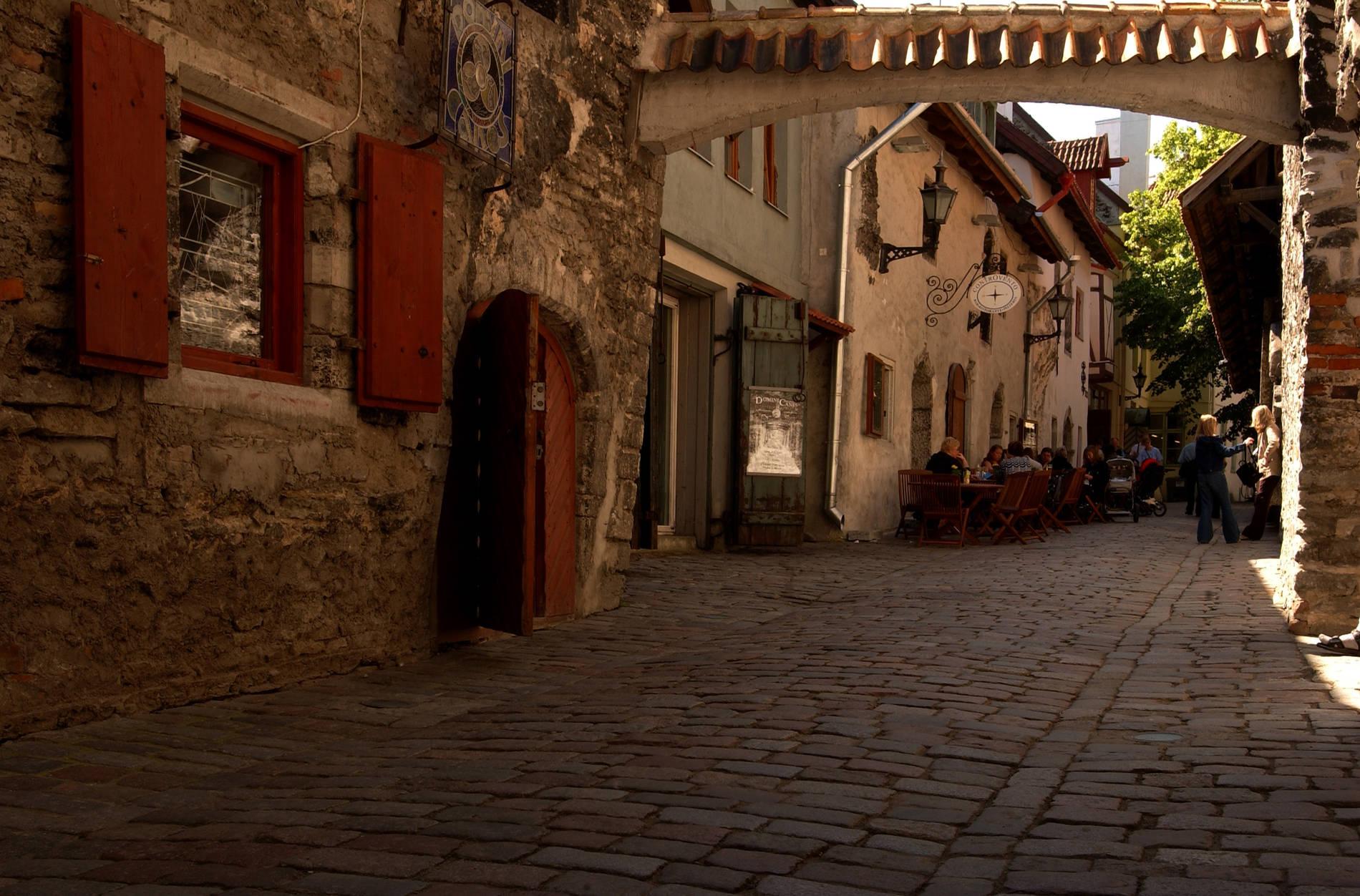 People at the St. Catherine's Passage (Katariina Käik) in the Old Town of Tallinn, Estonia. Photo by: Visit Estonia