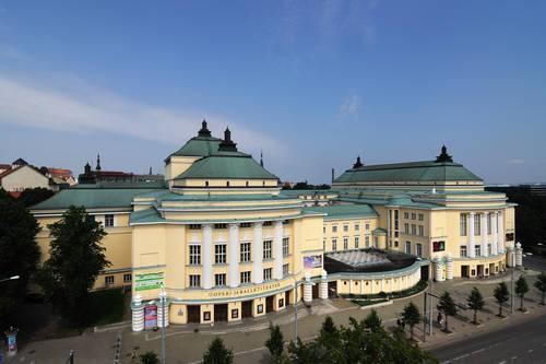 Suomalaista ja melkein suomalaista arkkitehtuuria Tallinnassa