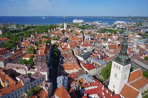 Keskiaikainen vanhakaupunki Tallinn Cardilla