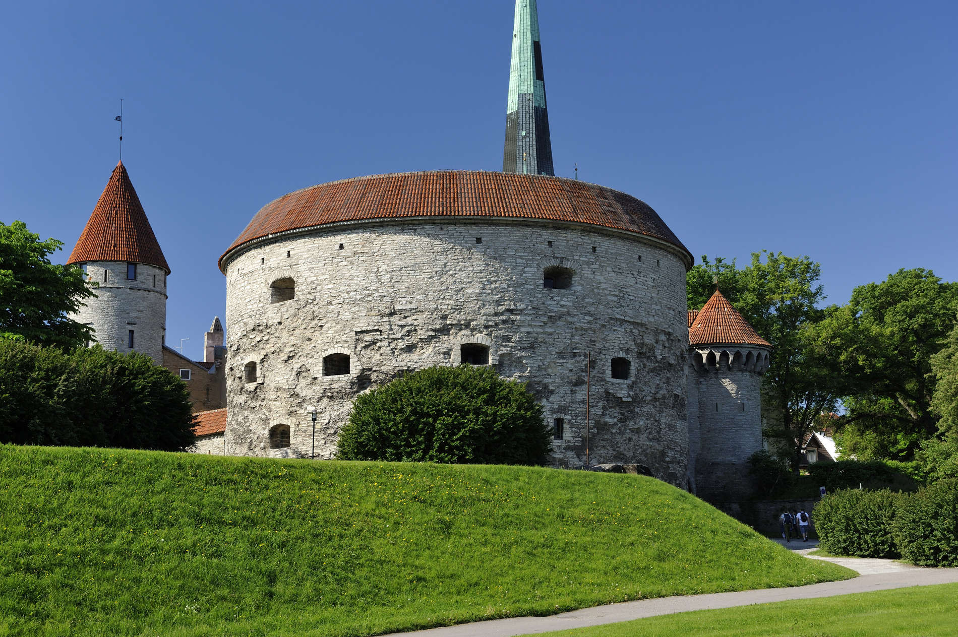 External view of the Great Coastal Gate and Fat Margaret Tower in the Old Town of Tallinn, Estonia. Photo by: Toomas Volmer