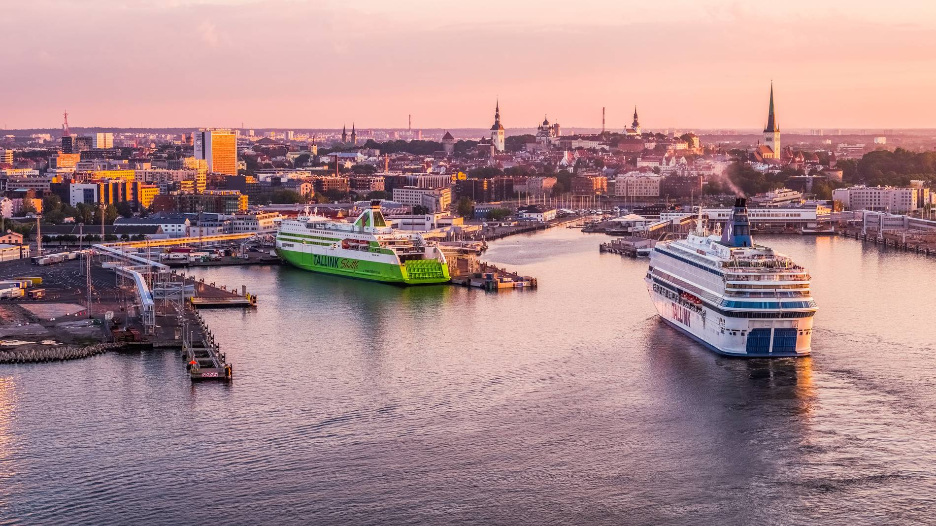 Ferry ships coming into the port of Tallinn Photo by: Kaupo Kalda