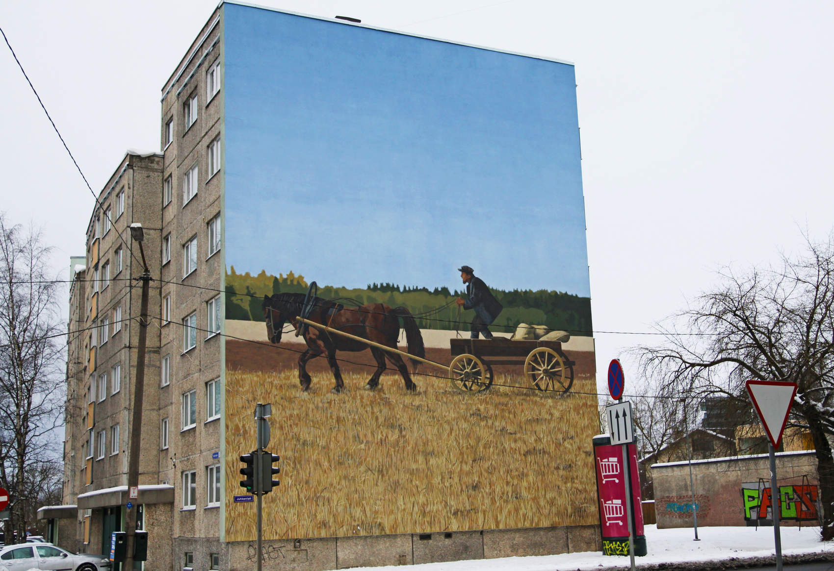 A horse and a carriage - street art by Edgar Tedresaar in Tallinn, Estonia Photo: Mairit Krabbi