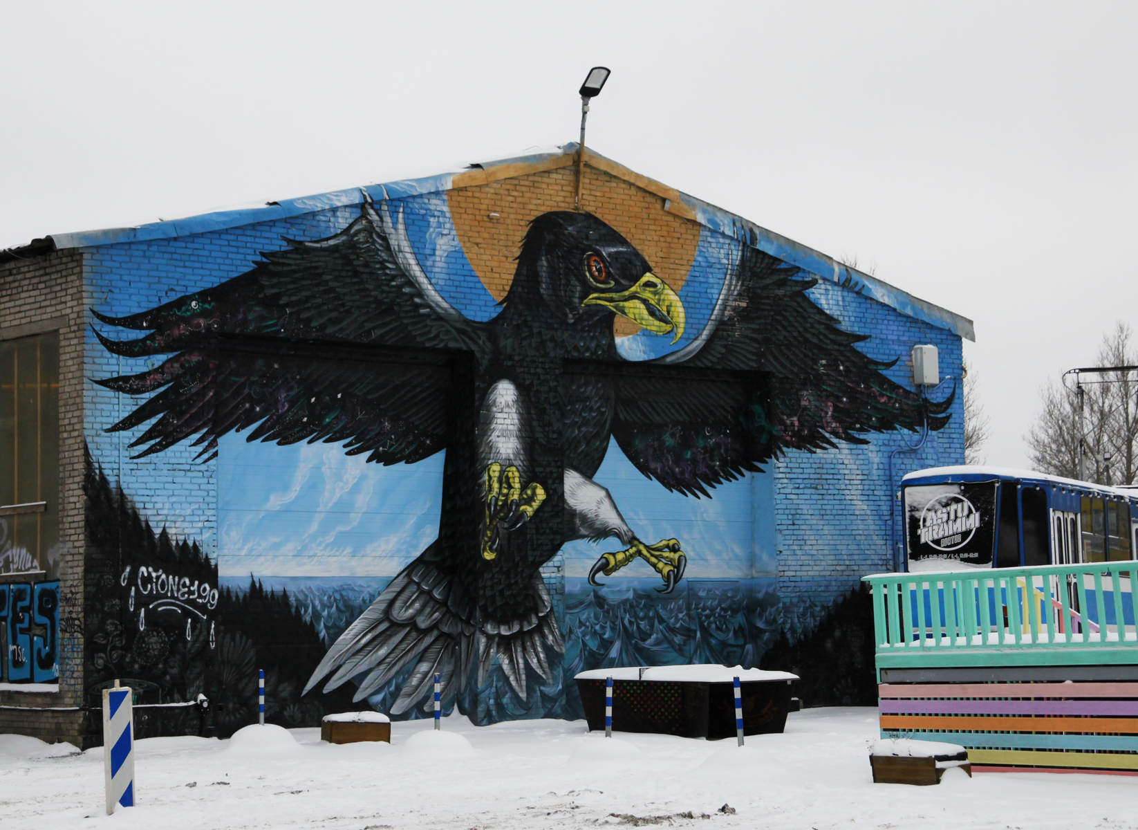 A giant eagle - street art by Cinzah in Tallinn, Estonia Photo: Mairit Krabbi