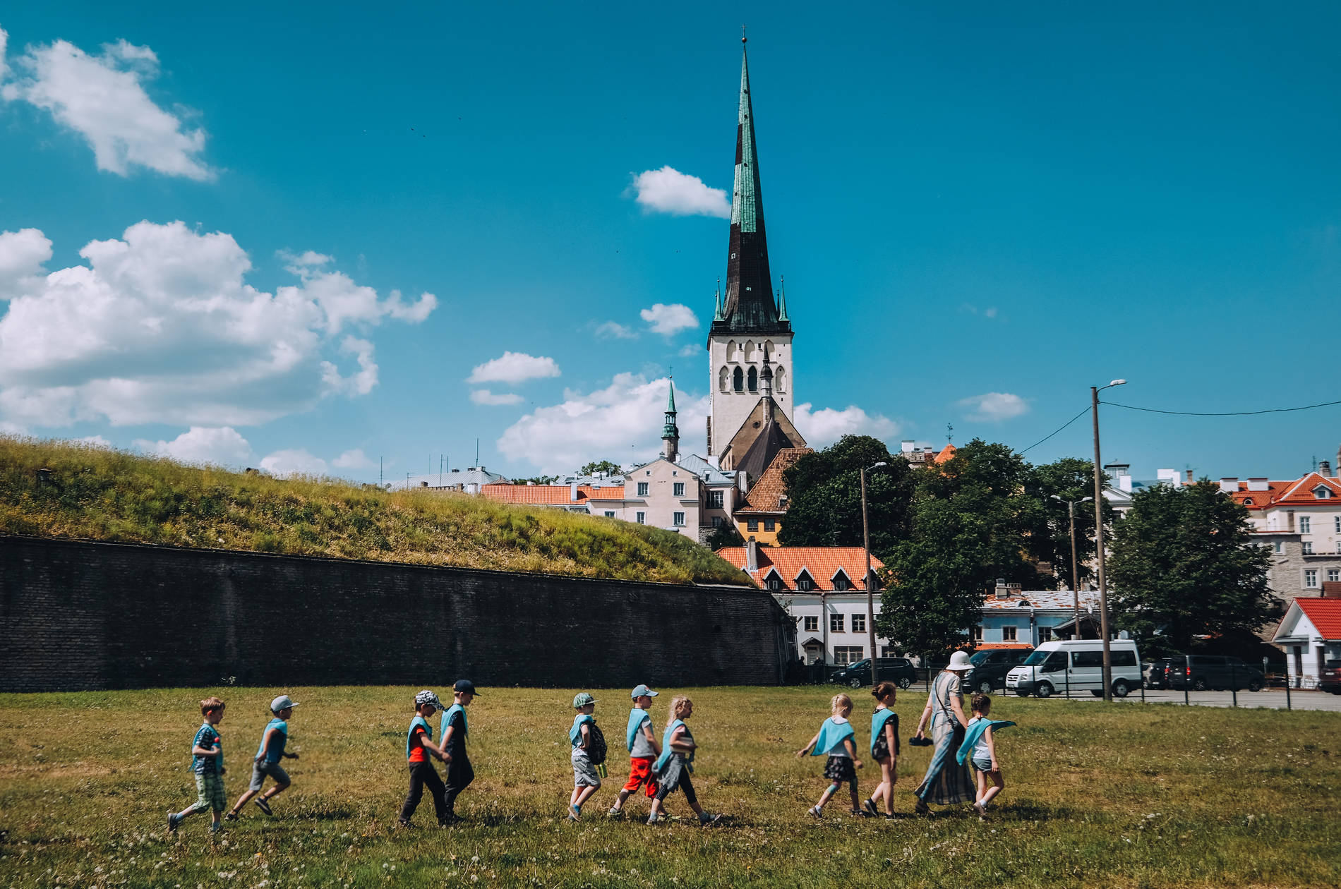 Children in the greenery of Tallinn Photo by: Kadi-Liis Koppel